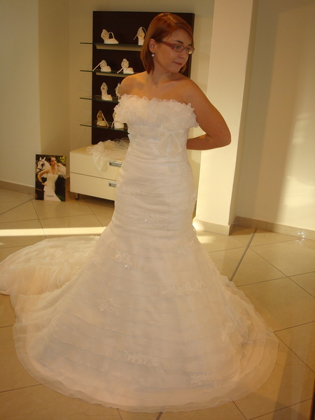 18.9.2010 bude bašavel:)) - la sposa 2010-latina krasne na obrazku...nazivo nesplnili ocakavania:(