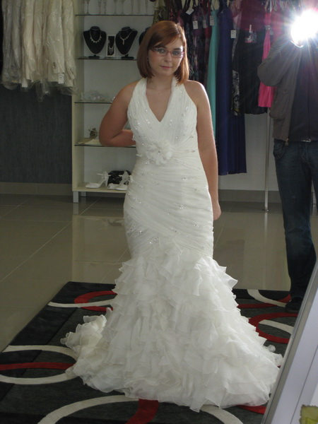 18.9.2010 bude bašavel:)) - la sposa 2010-lago..pekne ale na saticky okolo krku som veelmi nizka..