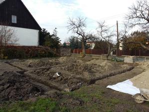 11.11.15 základy vykopány... :-)