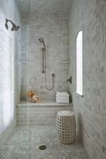 Sezení, ve sprchovém koutu musíme mít!! :-)
