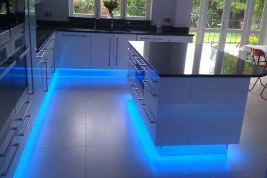 Jak bych si představovala náš sen :-) - Miluji podsvícení kuchyně. ... 😉