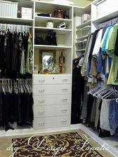 Všechno na ramínka, žadne ukládání věci ( hlavně u chlapů, kterým je jedno jak to vypadá v jejich skříni ) 😂