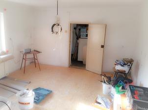 1. DEN ● Místnost 4 X 4 po vyklizení nábytku atp.