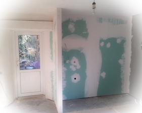 Kachličky dole a dala se nová stěna - mam šikovného muže 😍😙