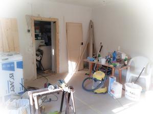 Dveře se musí vyměnit za nové a opálit stara barva. ..