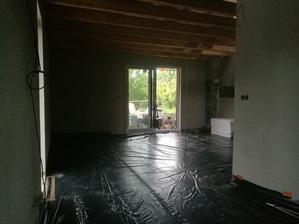 Pohled od kuchyňské do obývací části
