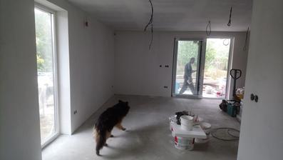 10/2017 - pohled od kuchyně do obývací části