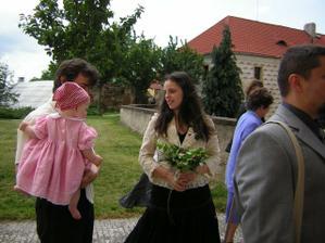 kamarádka a svědkyně s manželem a Zuzankou