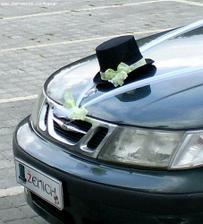 ..výzdoba auta ženicha..