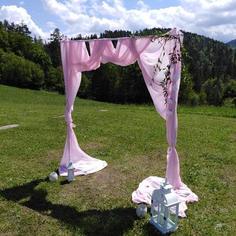 Slavobrana kovová biela s ružovým tylom - Obrázok č. 1