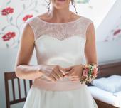 Svatební šaty 38 - kvalitní materiál, 38