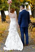Svadobné šaty s odopínacou vlečkou, 38