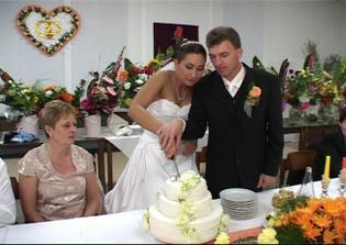 Popolnočné krájanie torty