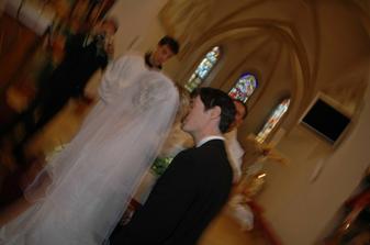 prvý manželský bozk - až sa z tej radosti zatocil celý svet