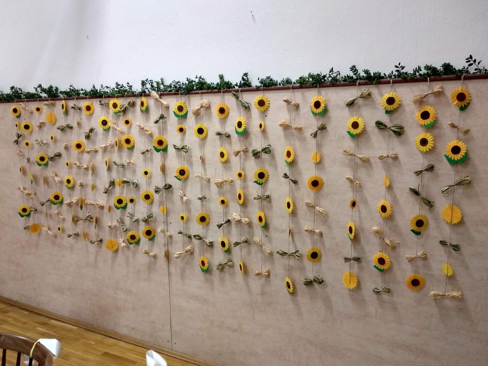 Slunečnicový závěs na zeď - Obrázek č. 3