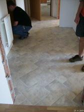 Podlaha v chodbě