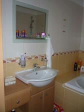Hotová koupelna, strašně dlouho mi trvalo než jsem si vybrala zrcadlo
