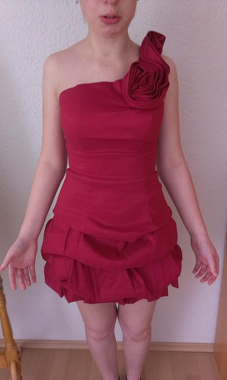 Vínové šaty - Obrázek č. 1