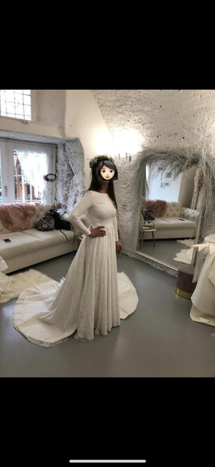 Svatební šaty s dlouhým rukávem - Obrázek č. 1
