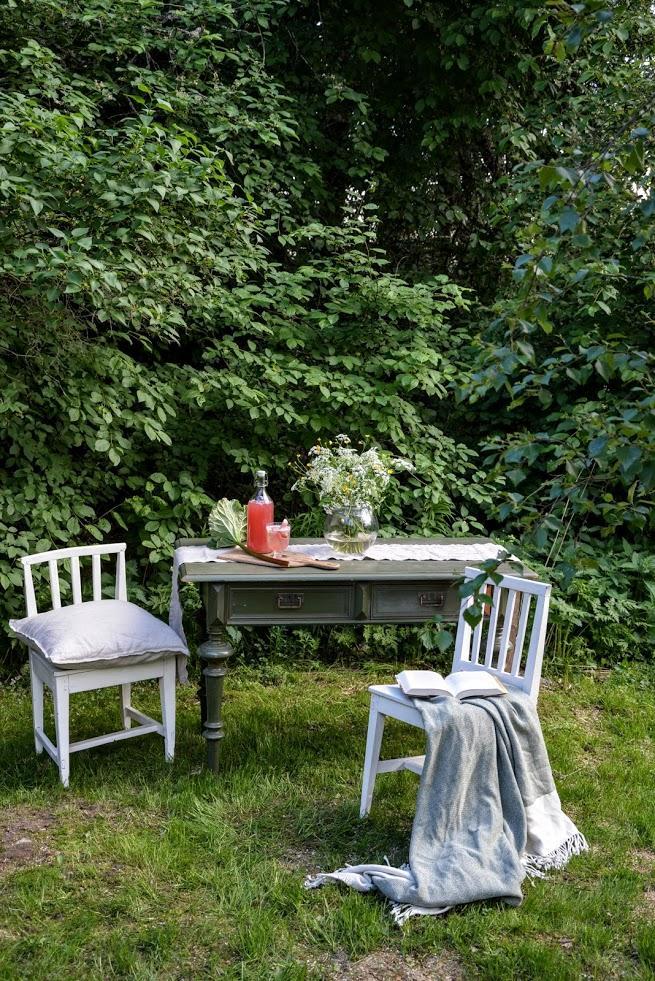 Punainen Talo - Finské léto... zeleň... a dobrý drink...