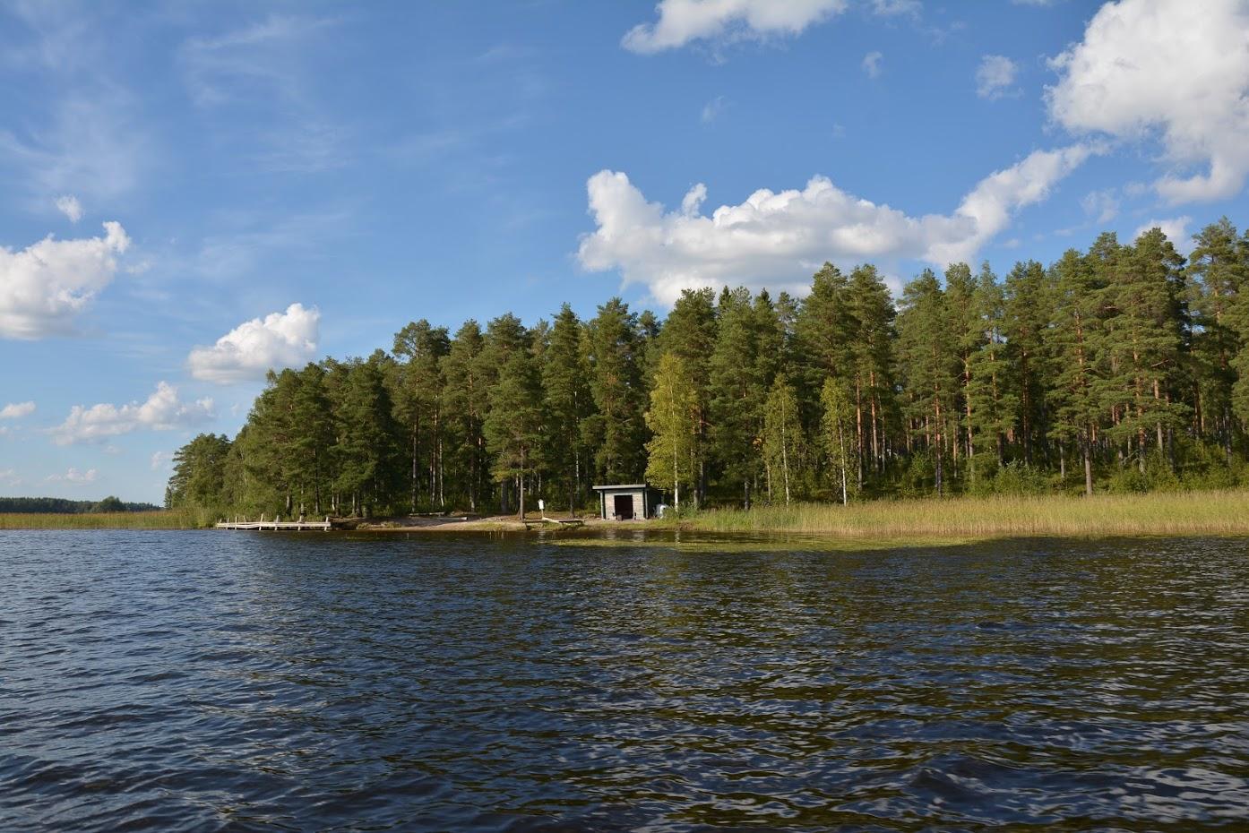 Saarimökki - Veřejné grilovací místo na jednom ze sousedních ostrovů...