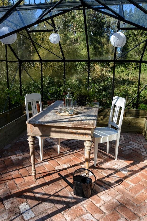O zahradě - ... se stolem původně plánovaným pro přesazování ...