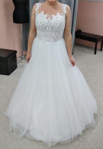 Svatební šaty 40/42 s krásnou krajkou a hladkou sukní - Obrázek č. 3