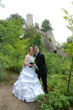 novomanželé s celým hradem