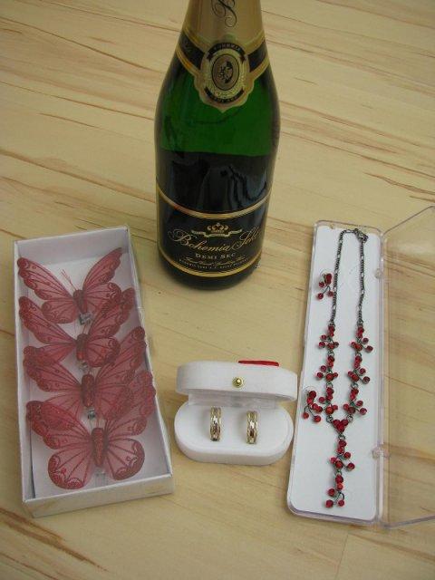 11.7.2009 v 11.00 na radnici v Lokti - šperky, ozdoby na láhve a jiné drobnůstky...
