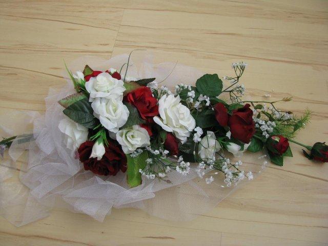 11.7.2009 v 11.00 na radnici v Lokti - krásná kytice na moje auto