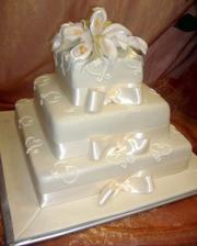 takáto svadobná torta by mala byť