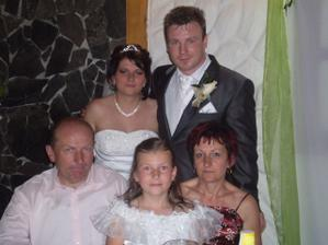 Ajka s rodičmi a sestrou