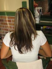 příprava na zkoušku účesu - prodlužování vlasů