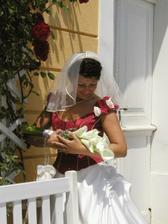 Před kaplí s kytičkou