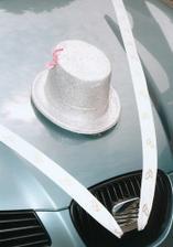 Ženichovo autíčko s cilindrem