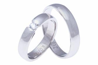 Naše prstýnky - ten můj ovšem bez kamene