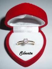 15.09.2006 mě miláček na ostrově Zakynthos požádal o ruku a navlékl mi na prst tento krásný prstýnek s diamantem ...