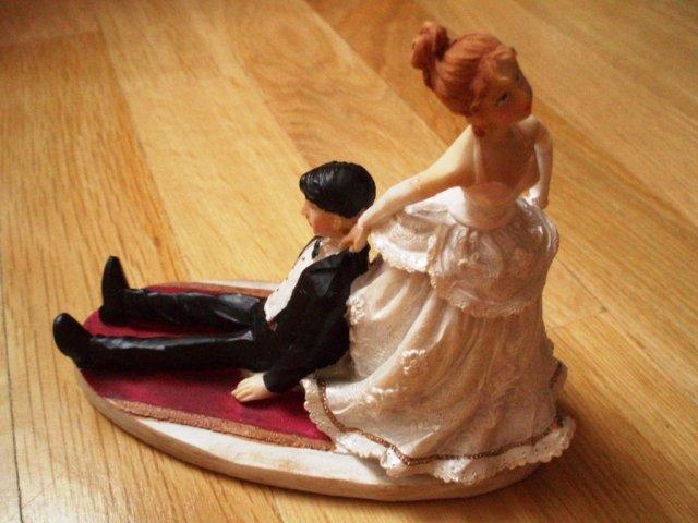 Srovnání snů a reality - figurka na dort