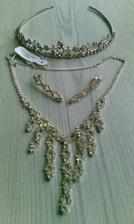krásná korunka od Michak a náhrdelník s náušnicemi od mé maminky....