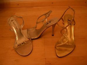 jedny z týchto vecerných topánok, majú byt TIE svadobné  /Hochzeitsschuhe