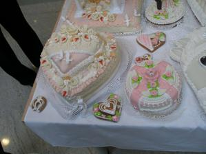 Ze Svatebního Veletrhu-dortíky z perníku a marcipánu