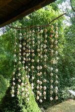 Ulitková zvonkohra - asi 150 ulitek a 600 uzlíků, aby to drželo dle mých představ :-)
