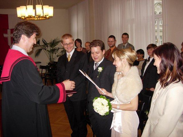 Ida{{_AND_}}Johannes - ..vraj hlava rodiny dostava do ruk potrebne dokumenty:)