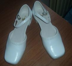 moje topánočky, nizučké, aby som od drahého nebola vyššia :)