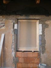 Okno do kuchyně (chléva)
