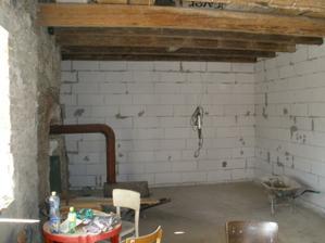 Zdi bývalého chléva se musely přizdít.