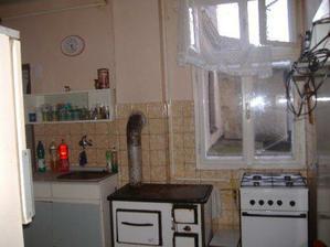 původně kuchyně...