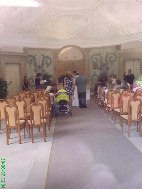 Květnová svatba 3.5.2008 - Pet'a a Míša - naše obřadní sínˇ sme nakoukli zrovna na svatbu:)