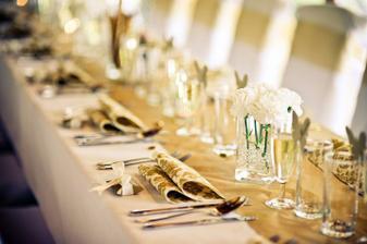 zlaté téma propojuje celou svatbu