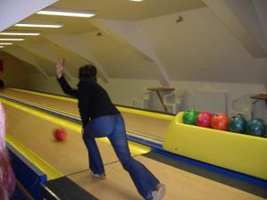 tady budou hosté hrát bowling když my budeme s fotografem